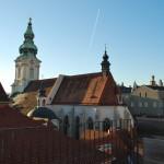 Blick von der Dachterasse auf die Pfarrkirche
